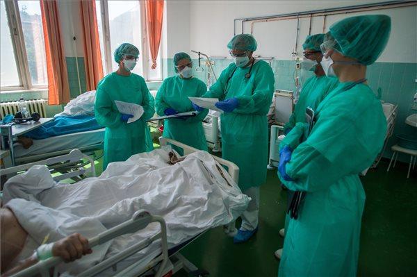 Orvosok, kórház, koronavírzs